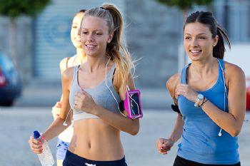 Cuando corras en compañía, no hay dudas: ¡prohibidos los auriculares!