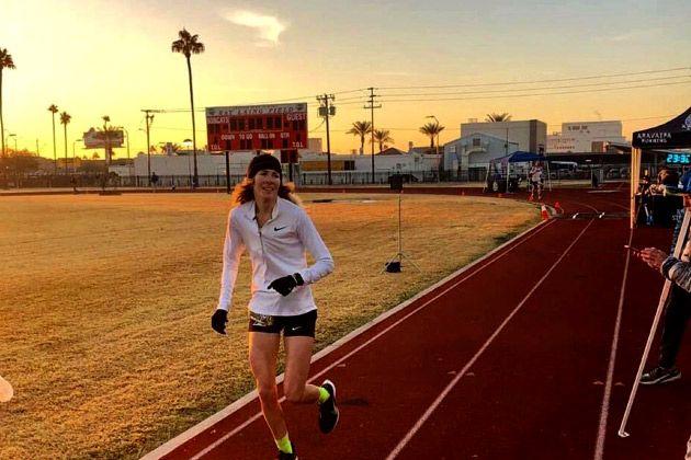 Camille Herron durante su récord de distancia en 24 horas: 262 kilómetros