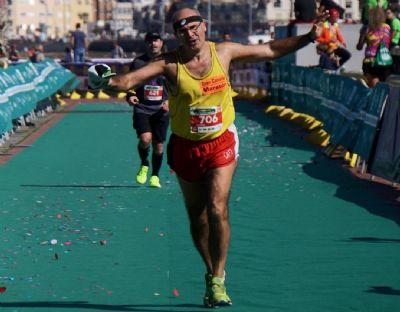 Hitos, llegando a meta en una de sus 300 maratones