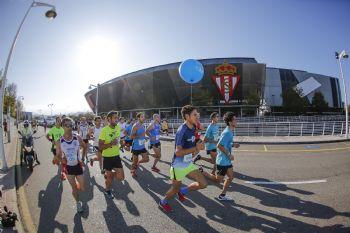 Un momento de la carrera Sanitas Marca Running Series de Gijón