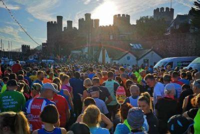 Imagen de la salida de la Media Maratón de Conwy