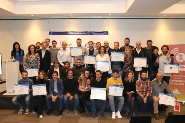 Imagen de los finalistas y los premiados por Solidarios del Running