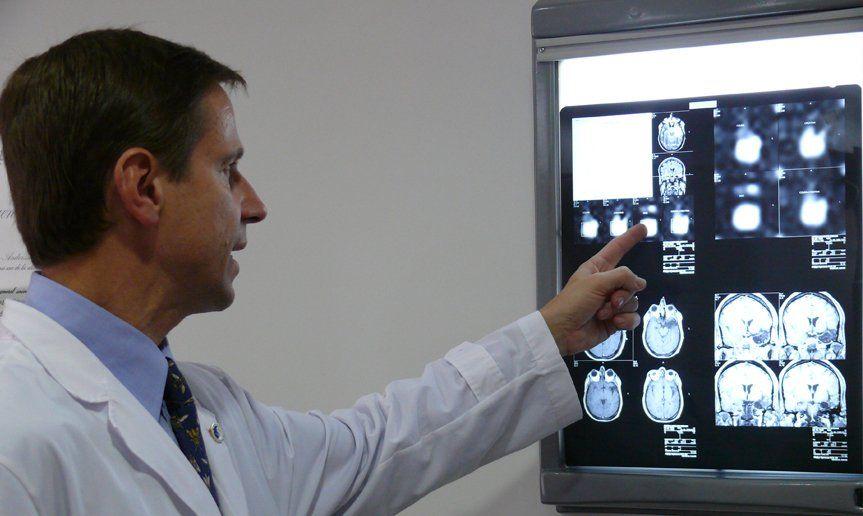 Dr. Alejandro Andersson director del Instituto de Neurología de Buenos Aires.