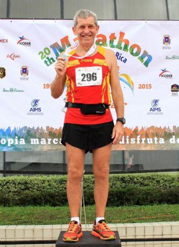 Carlos Mena, en un viaje para correr una maratón en Costa Rica