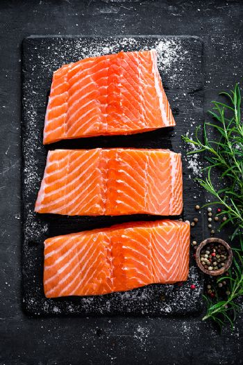 Salmón, una buena fuente del aminoácido