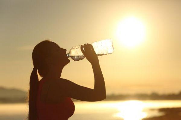 Los deportistas no tenemos porque beber únicamente agua para hidratarnos