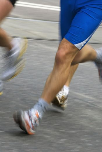 El agujero en la zapatilla puede deberse a varias causas