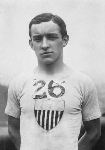 El atleta estadounidense Johnny Hayes