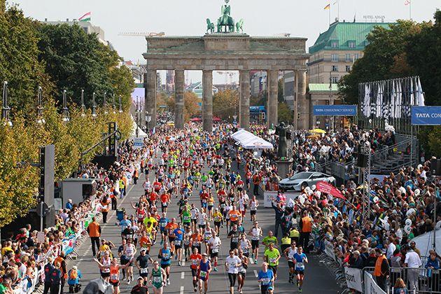 La maratón de Berlín se celebra en la capital alemana desde 1974 y hoy en día es una de las competiciones más importantes y rápidas del mundo.