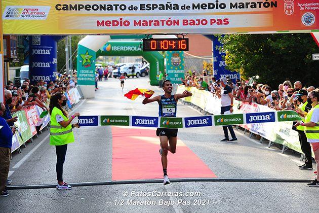 Abdelaziz Merzougui se han proclamado campeon de España de Medio Maratón